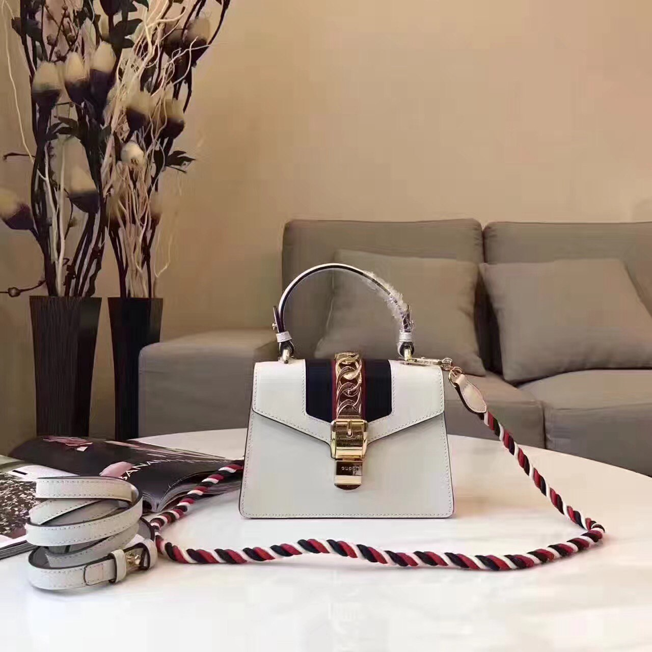 Сумка Sylvie mini bag Gucci 51500