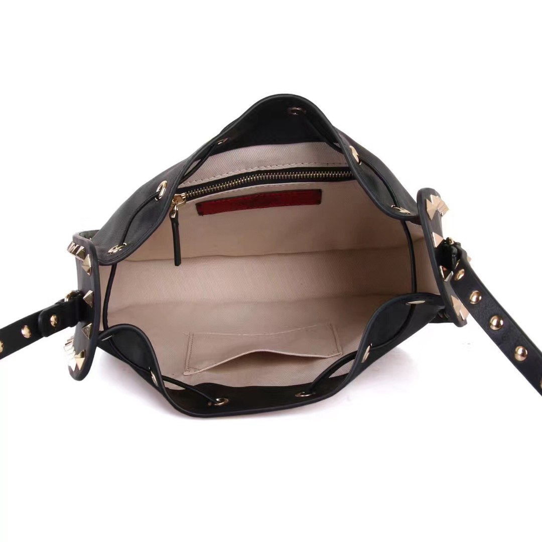 Cумка Rockstud bucket bag Valentino 51525